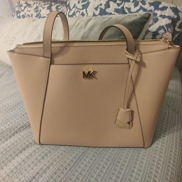 Michael Kors Handbags - Michael Kors Tote Pink